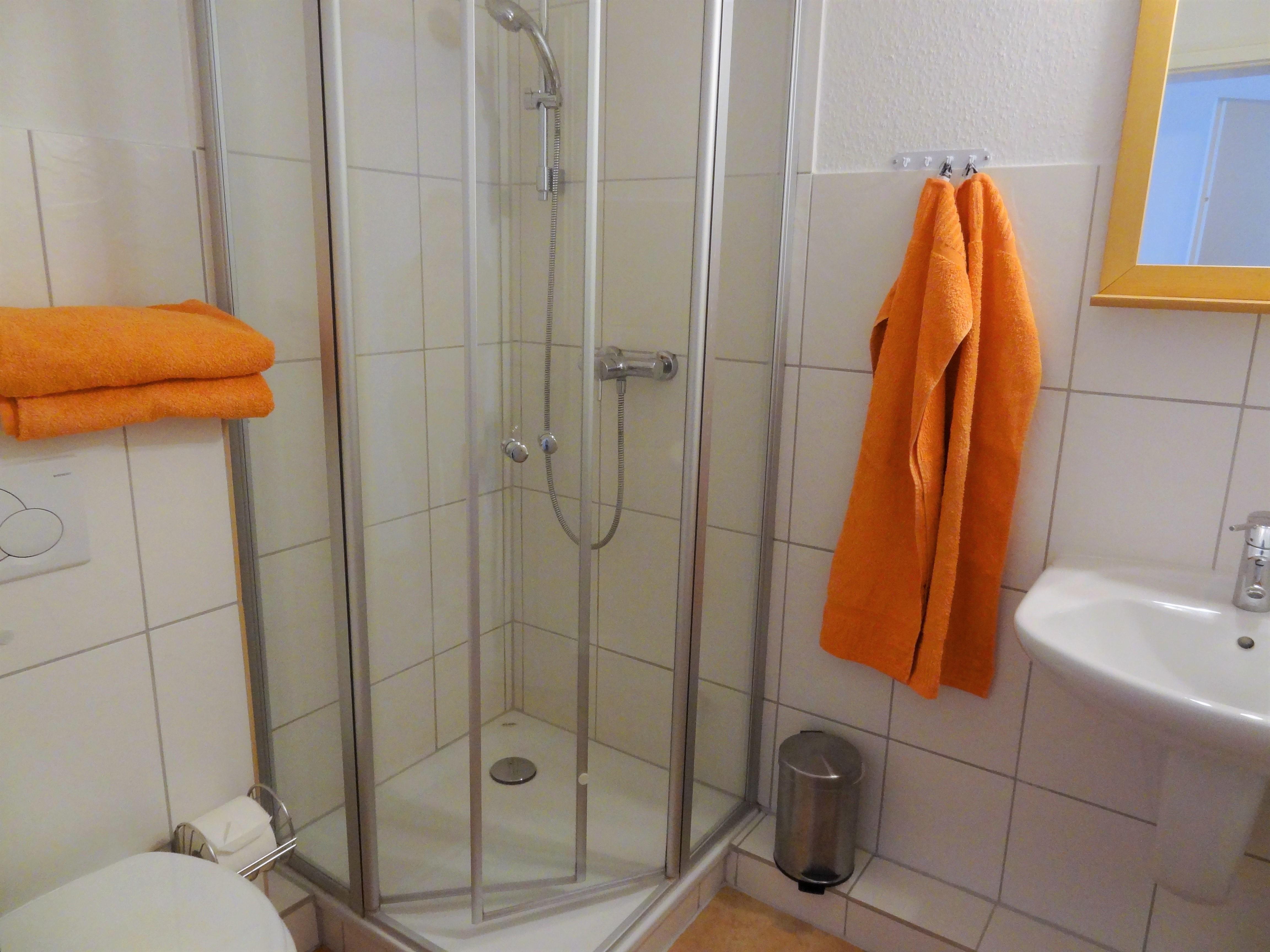 Badezimmer mit Dusche der Ferienwohnung Gilge von Ferienwohnungen Hass auf Fehmarn
