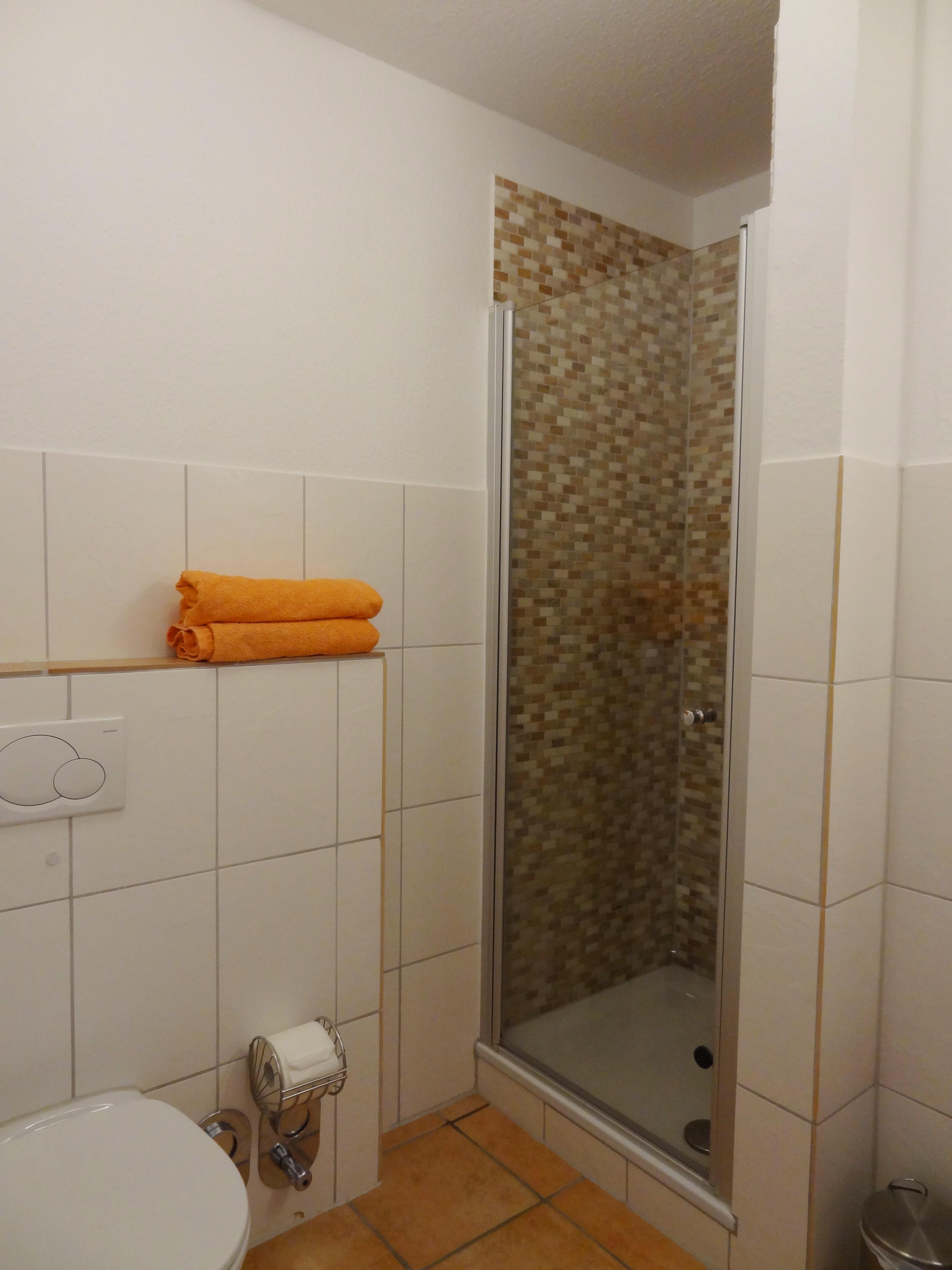 Badezimmer mit Dusche der Ferienwohnung Hagen von Ferienwohnungen Hass auf Fehmarn