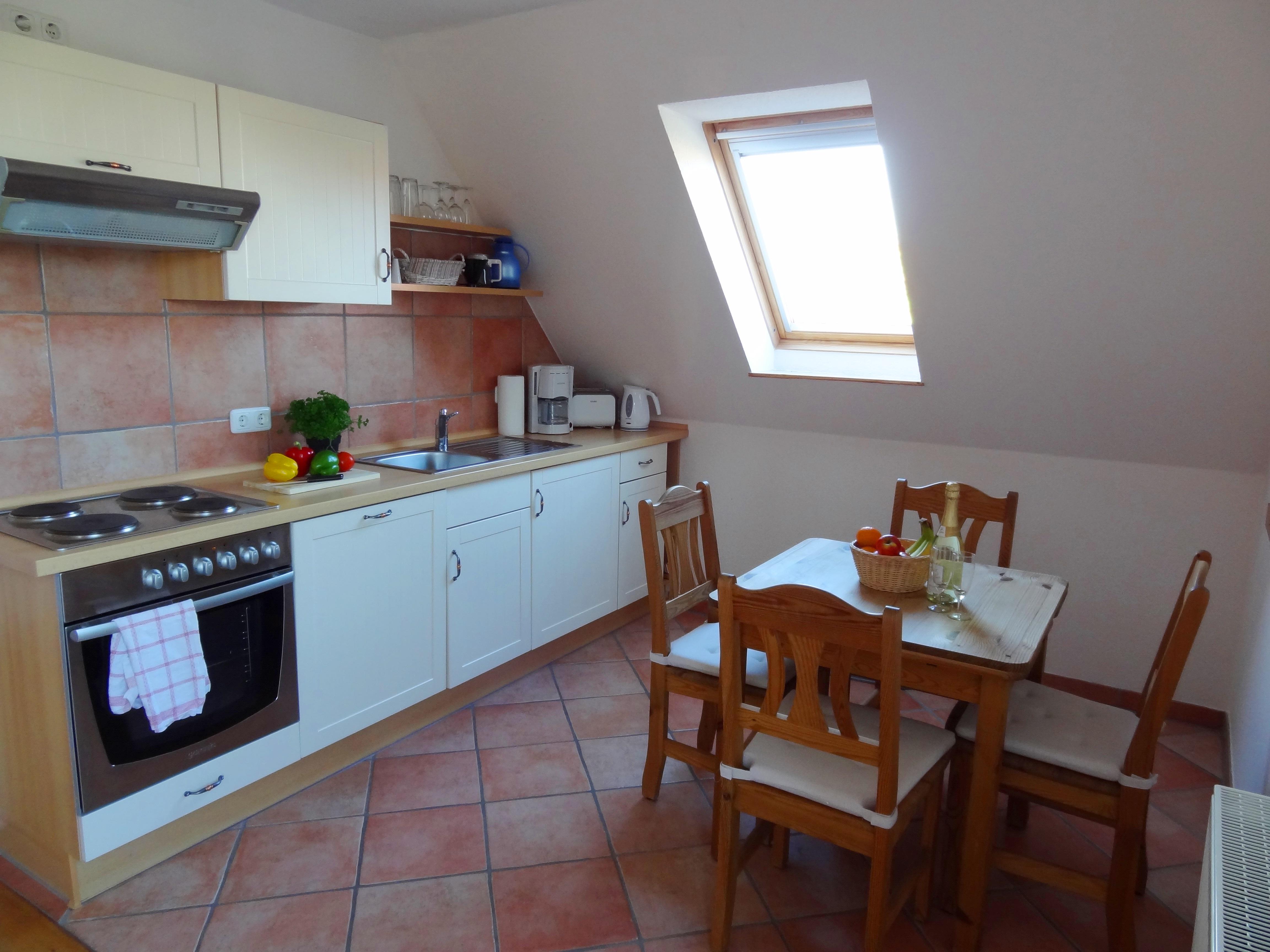 Küche mit Essbereich der Ferienwohnung Fehmarn von Ferienwohnungen Hass auf Fehmarn