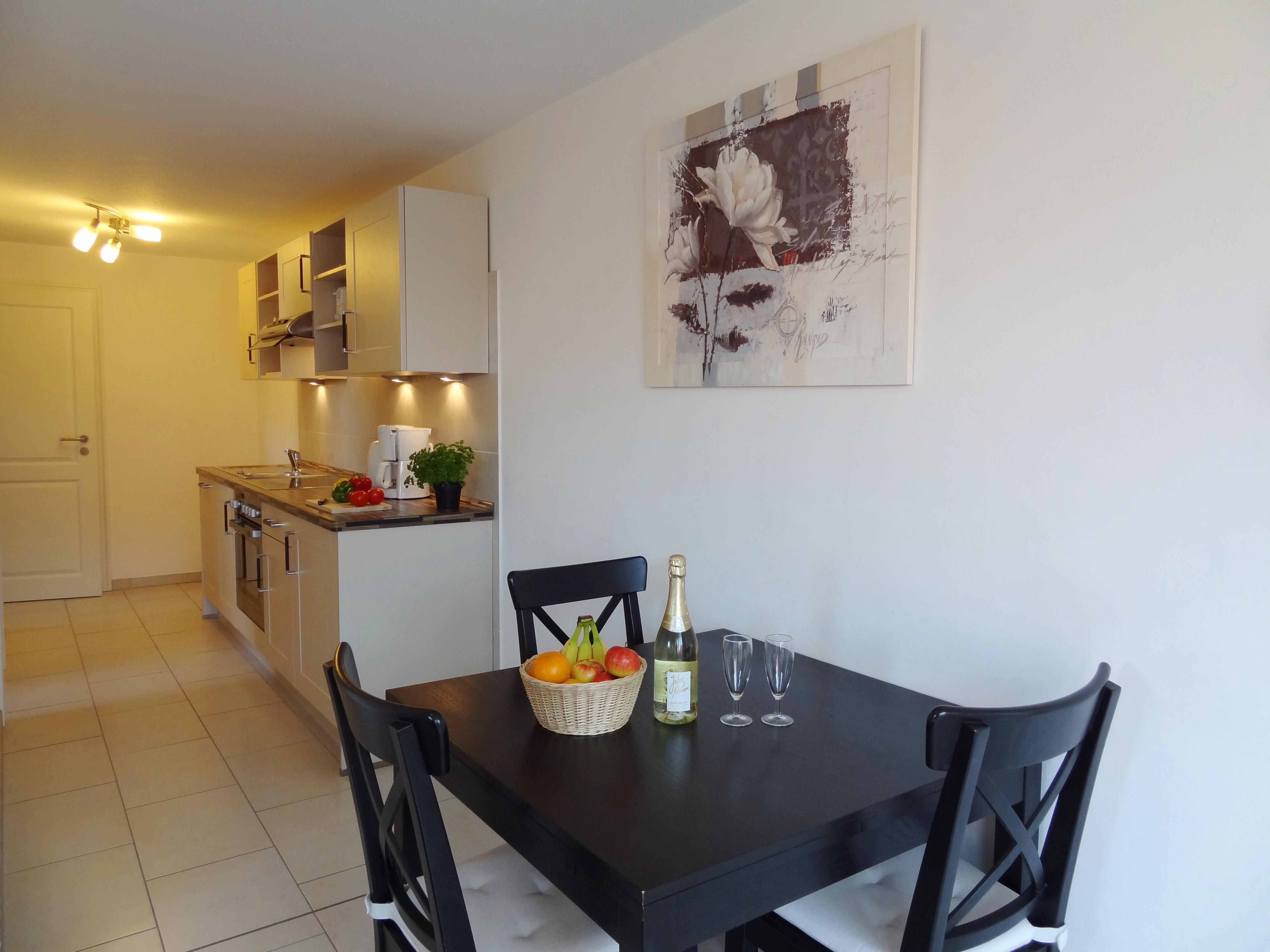 Küche mit Essbereich der Ferienwohnung Schwerin von Ferienwohnungen Hass auf Fehmarn