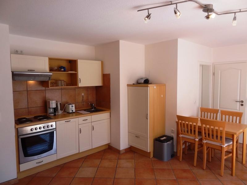 Küche mit Essbereich der Ferienwohnung Tönning von Ferienwohnungen Hass auf Fehmarn