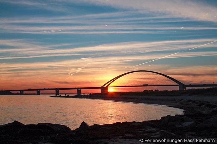 Sonnenuntergang Sundbrücke Fehmarn Ferienwohnungen Hass