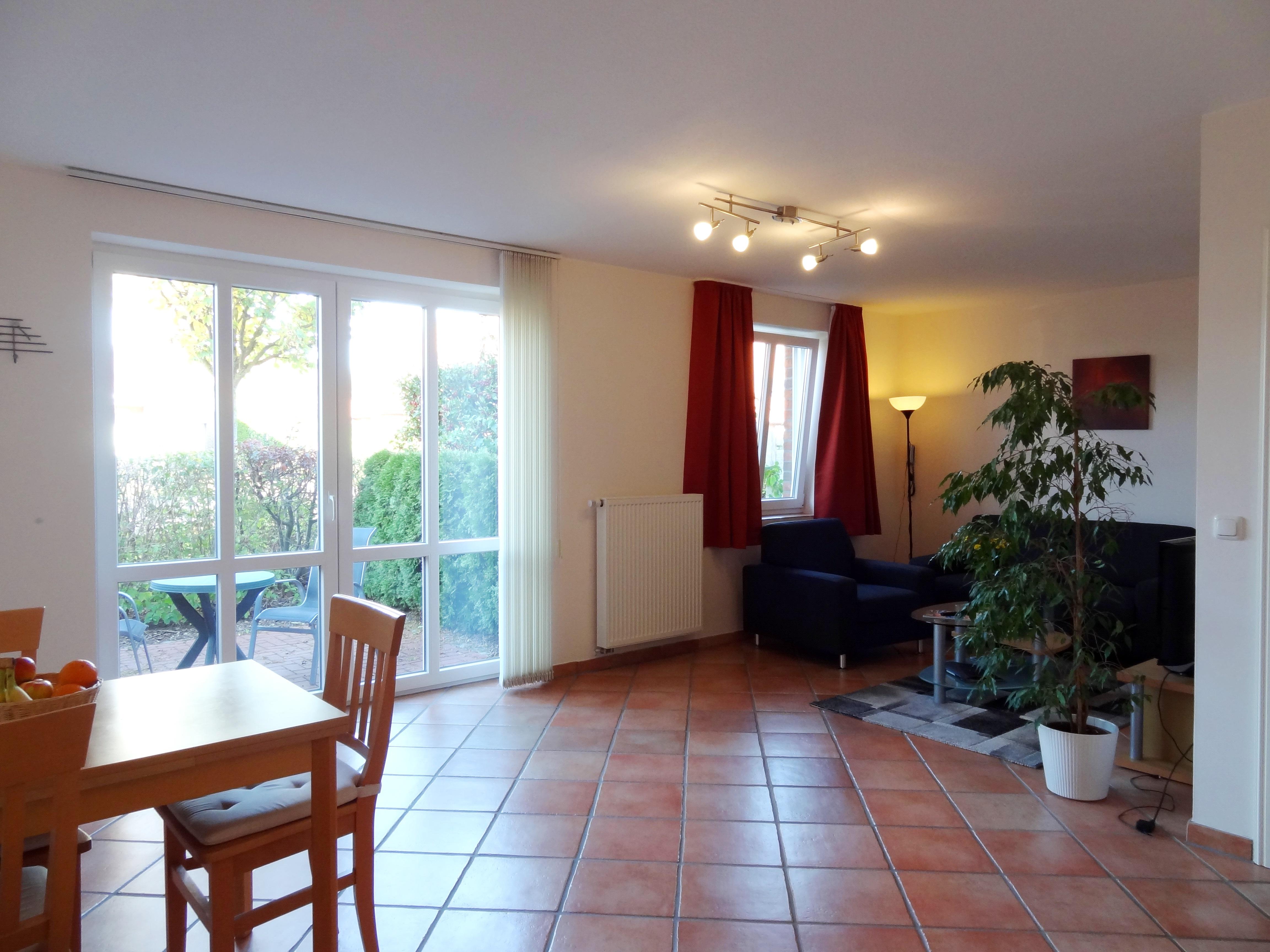 Wohnzimmer mit Essbereich der Ferienwohnung Brandenburg von Ferienwohnungen Hass auf Fehmarn