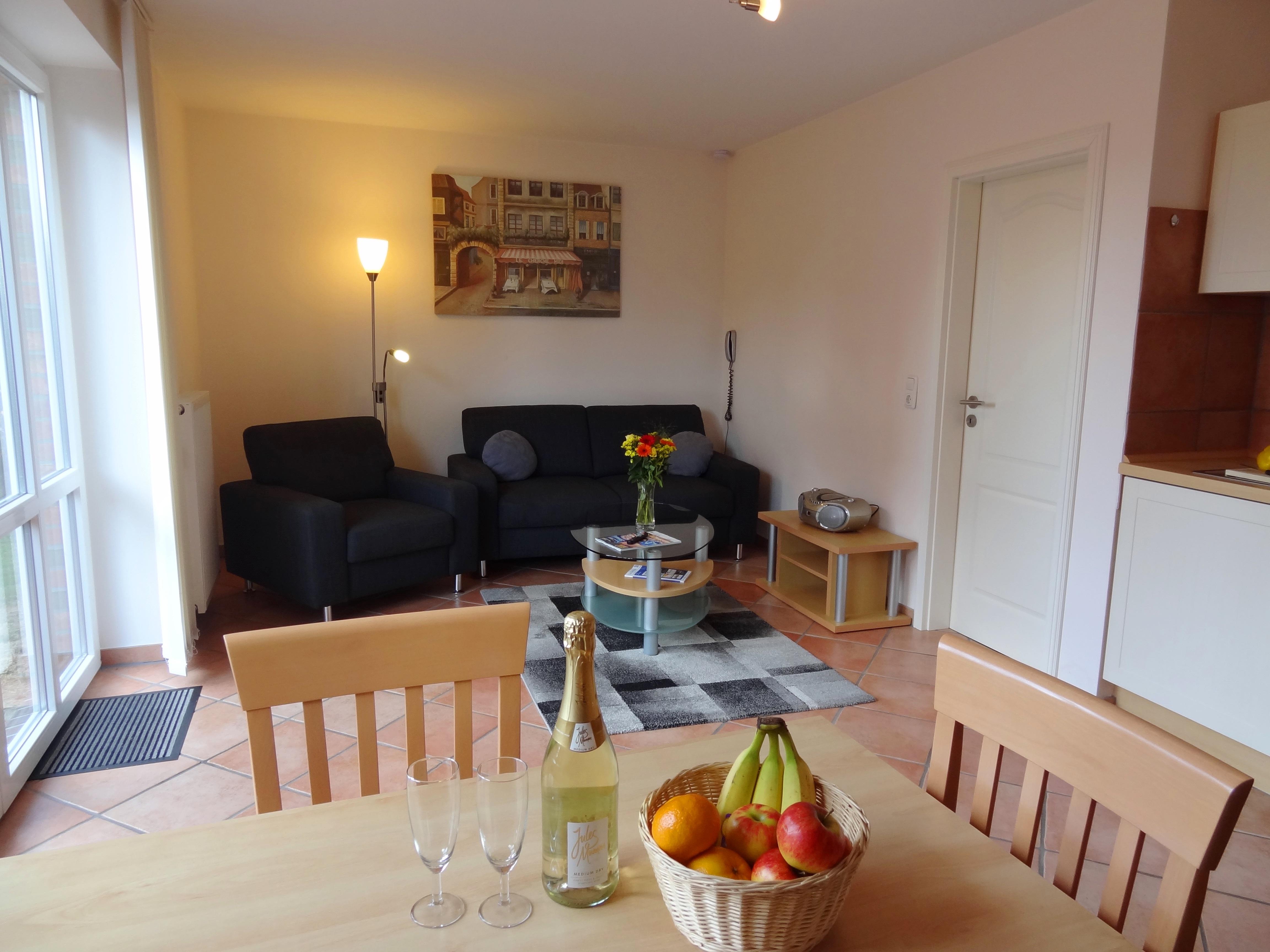 Wohnzimmer mit Essbereich der Ferienwohnung Hagen von Ferienwohnungen Hass auf Fehmarn